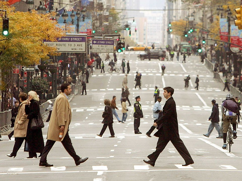 business-men-women-walking-new-york-city-2